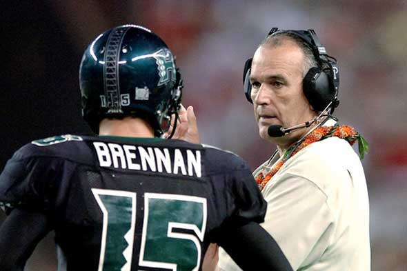 Coach June Jones talks to Colt Brennan on the sidelines