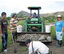 International Cafe volunteers at Ma'o Organic Farms