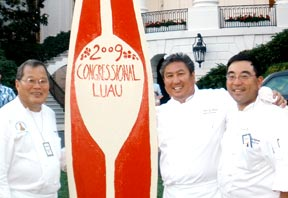 Kapiʻolani instructors Conrad Nonaka, left, and Alan Tsuchiyama flank alum chef Alan Wong at the White House luau