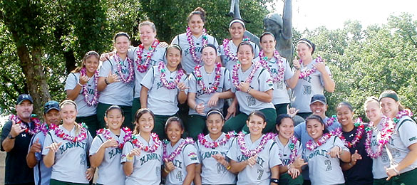 UH Rainbow Wahine softball team group picture