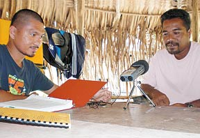 researcher interviewing a native speaker of Mortlockese