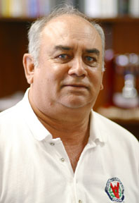 UH Hilo women's golf coach Jim DeMello, headshot