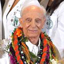 Henderson creates aloha with medical school scholarship