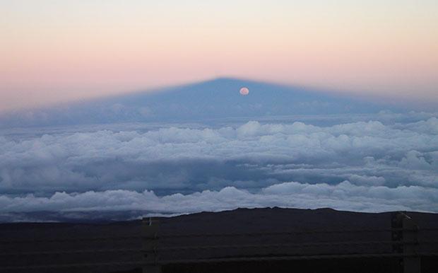 full moon in Maunakea's shadow