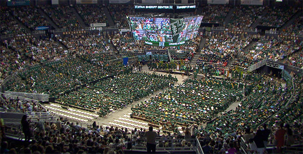 manoa-commencement-2015-arena