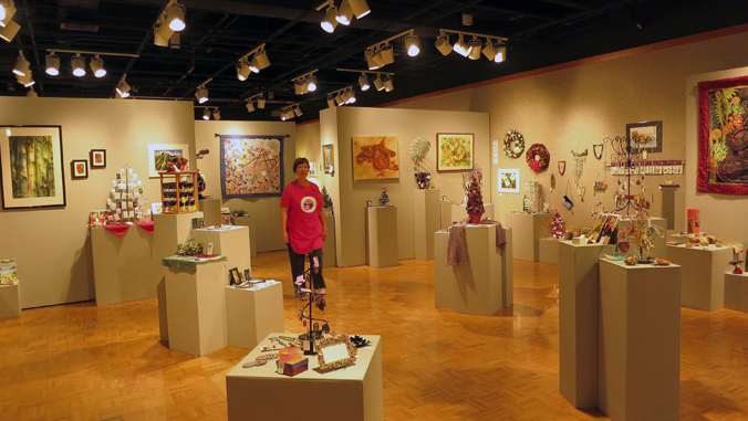 crafts at Gallery ʻIolani