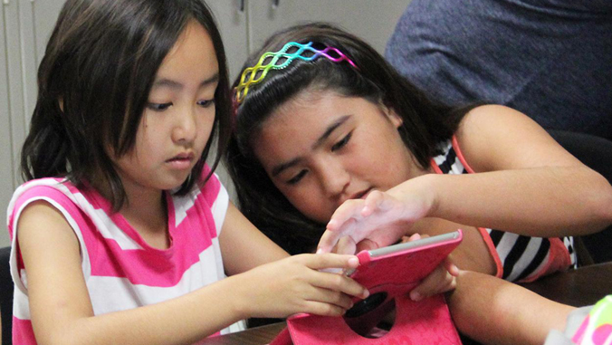 children learning with technology on Geek Day