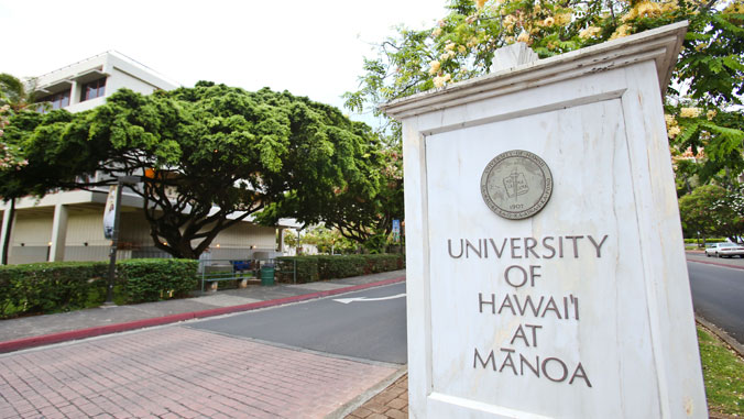 Entrance to campus U H Manoa