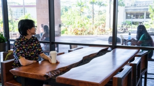 two U H Hilo student sitting in library lounge