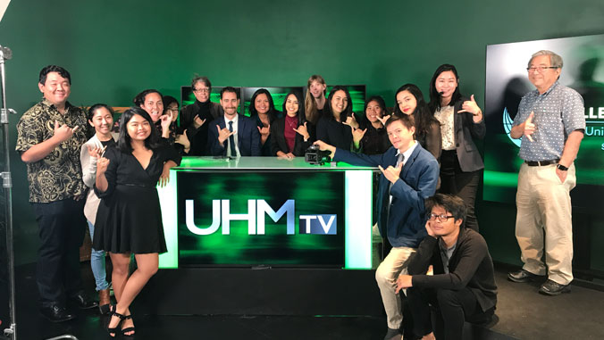 Baraquio with UHMtv students