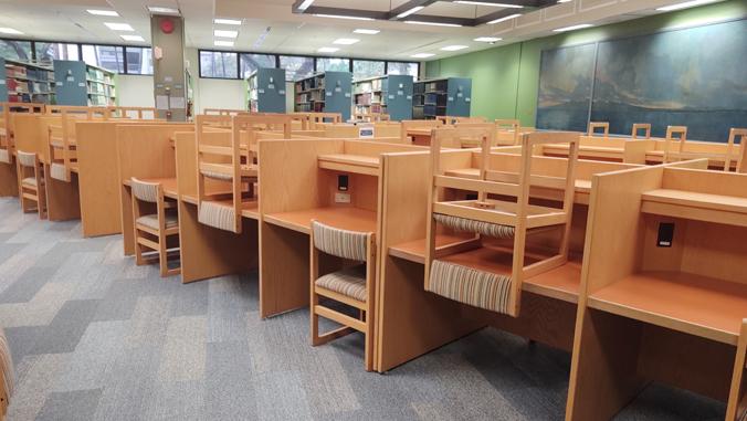 desks in U H law library