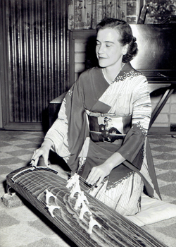 smith performing the koto