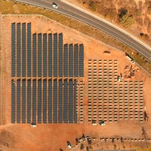 "Foto aérea de paneles fotovoltaicos ""width ="" 300 ""height ="" 300 ""class ="" size-medium wp-image-134291 ""/> <figcaption id="