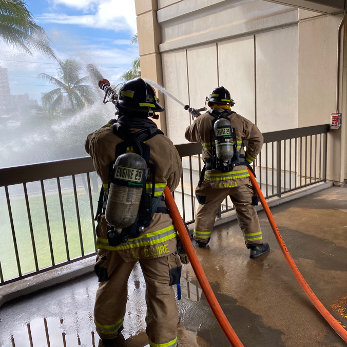 Firefighters swarm UH Mānoa for training
