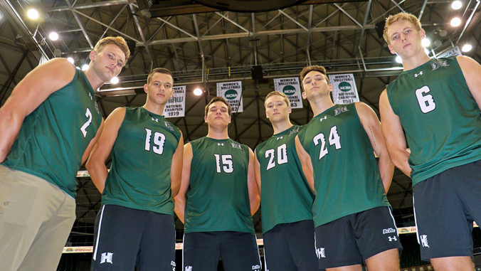 U H menʻs volleyball players