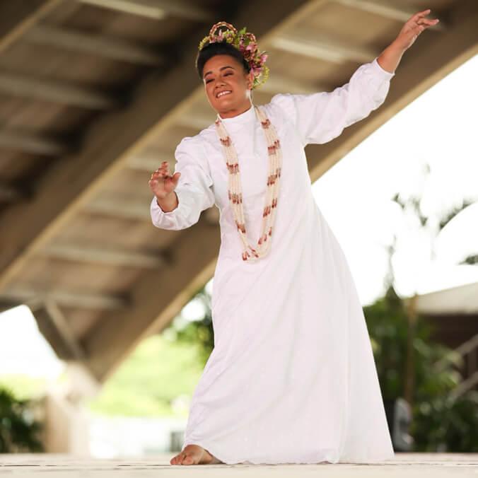 New Miss Aloha Hula honors UH kumu with dance