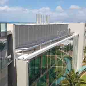 Cancer Center (Kaka'ako) rooftop solar array