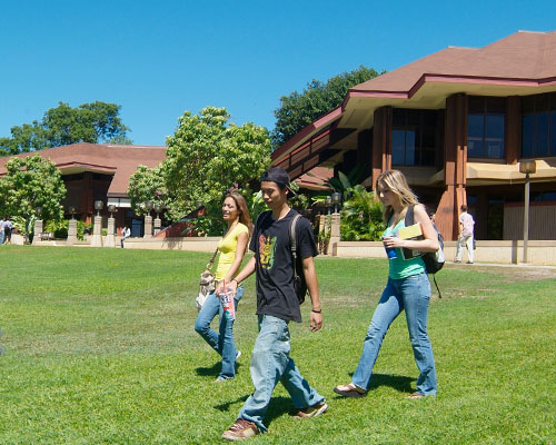 Students walking on the lawn at Kapiolani Community College's campus